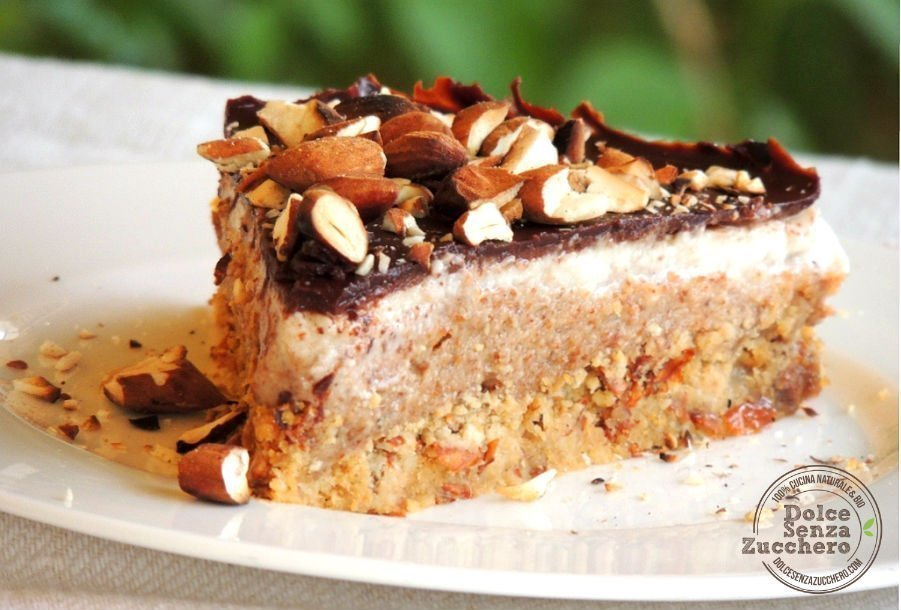 Torta al Burro di Mandorle Panna Mandorle e Cioccolato 1 photo
