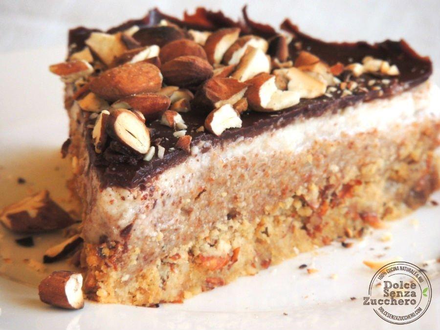 Torta al Burro di Mandorle Panna Mandorle e Cioccolato 2 photo