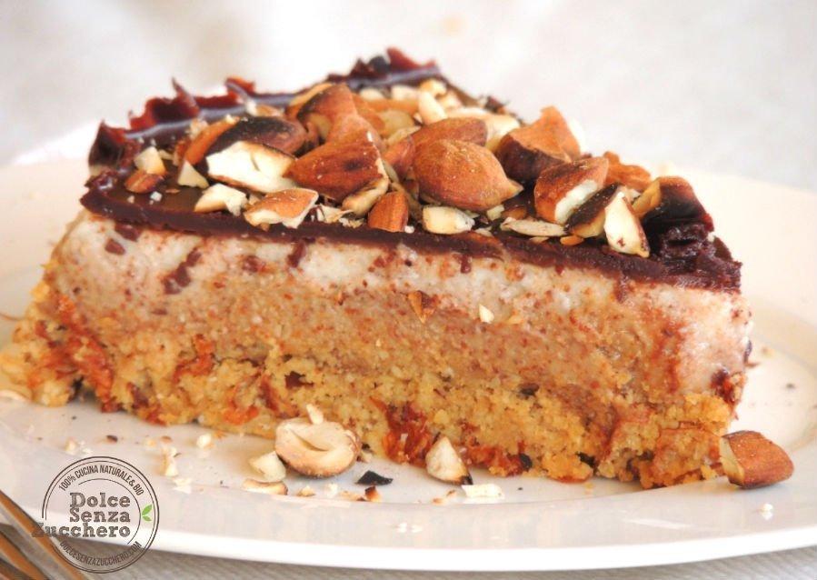 Torta al Burro di Mandorle Panna Mandorle e Cioccolato 4 photo