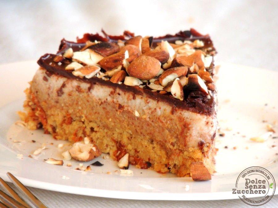 Torta al Burro di Mandorle Panna Mandorle e Cioccolato 5 photo