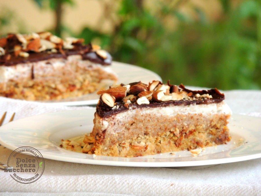 Torta al Burro di Mandorle Panna Mandorle e Cioccolato 6l2 photo