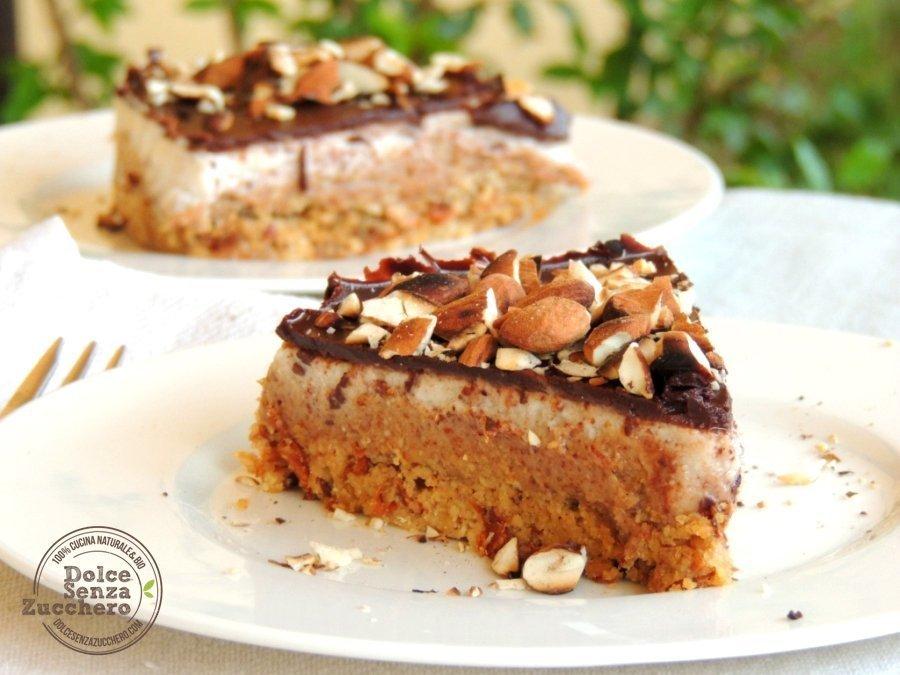 Torta al Burro di Mandorle Panna Mandorle e Cioccolato 8 photo