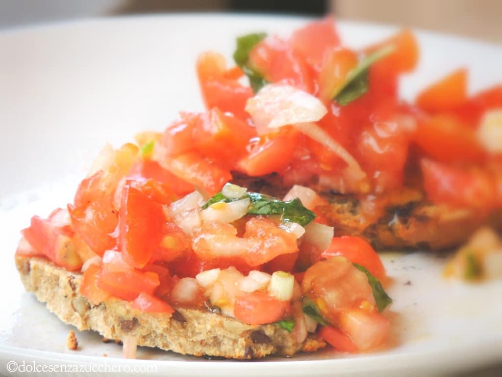 Bruschetta di pane paleo e pomodori freschi (2)