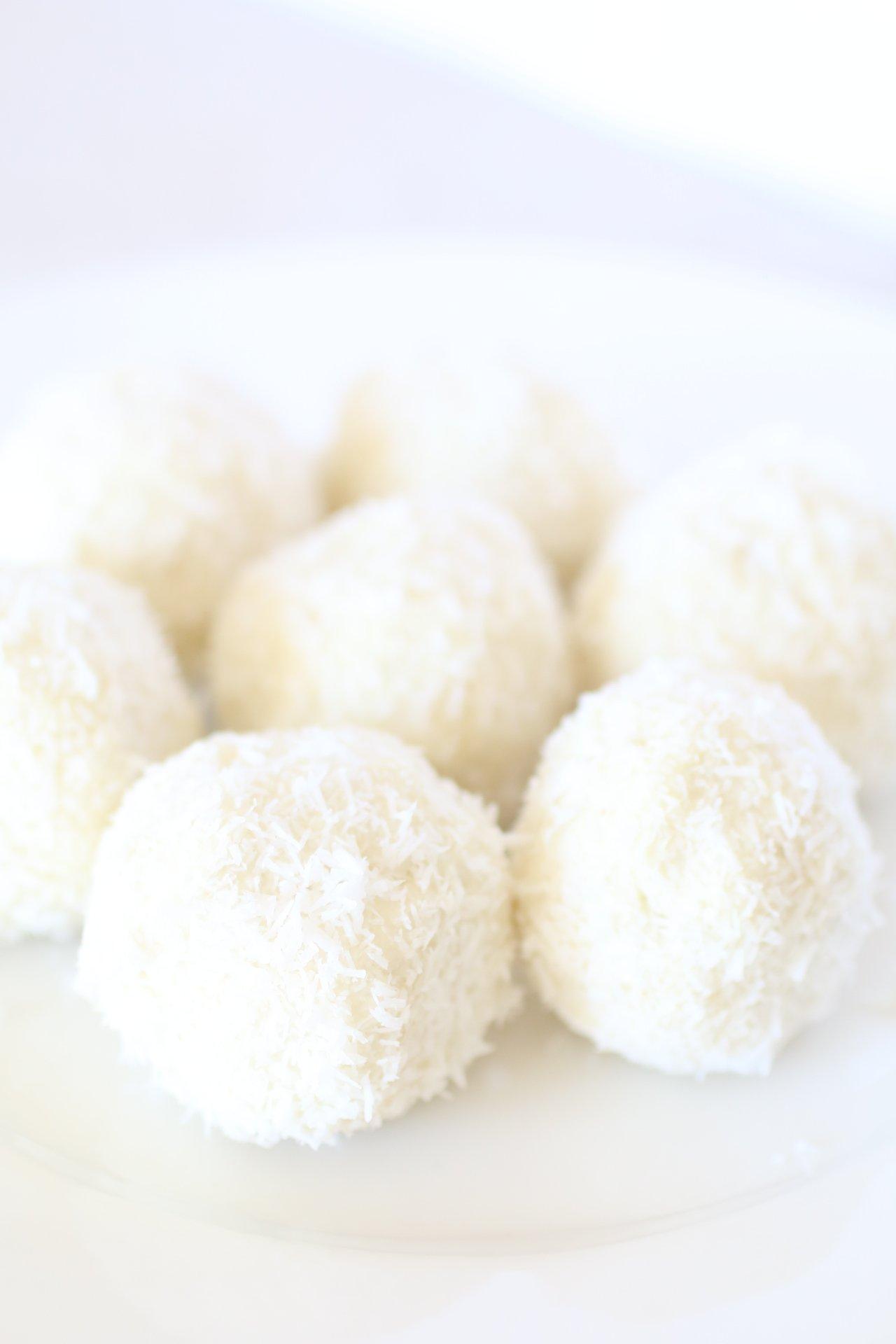 Dolcetti al Cocco Senza Zucchero e Senza Cottura