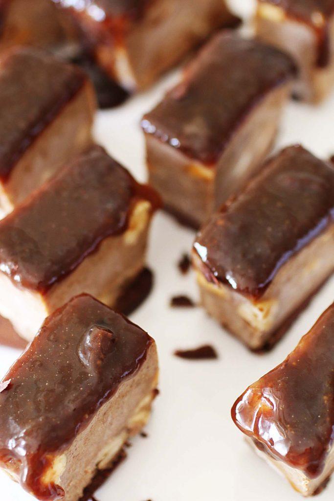 Quadrotti al caramello e arachidi (4)