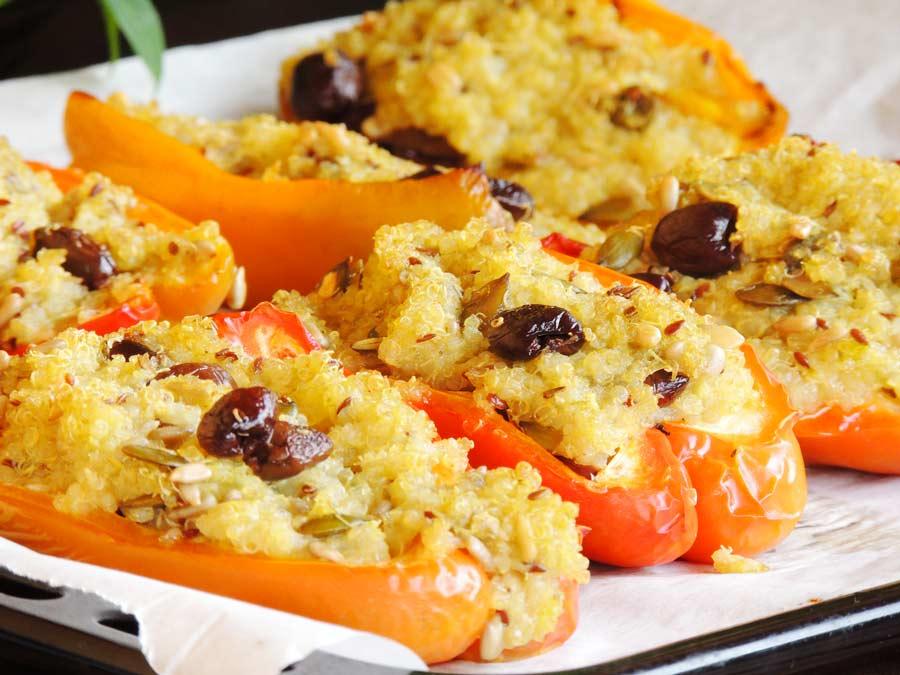 Peperoni ripieni di quinoa a basso indice glicemico ricetta di www.dolcesenzazucchero.com