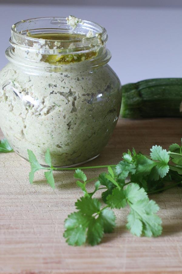 pesto-di-zucchine-e-mandorle-senza-formaggio-a-basso-indice-glicemico