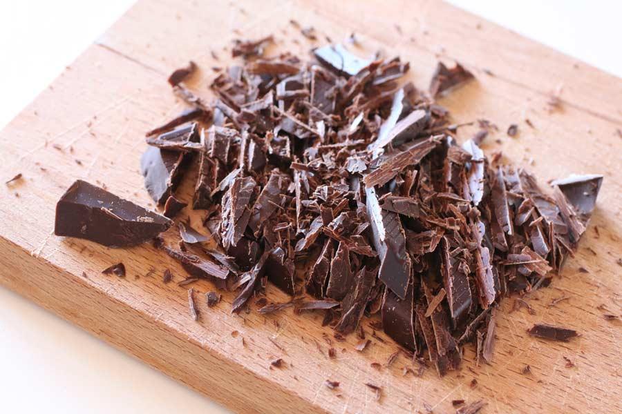Scaglie di cioccolato fondente tritate