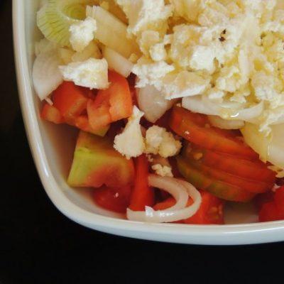 Insalata di Pomodori, Caprino e Cipollotti freschi Raw