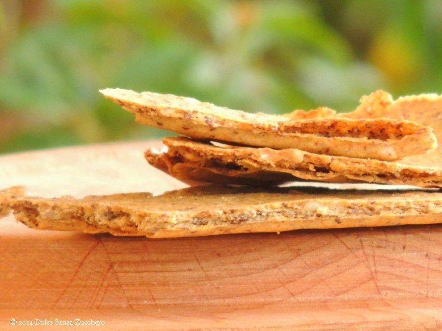 Semplici crackers al kamut integrale, farina di ceci e semi di lino (5)